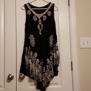 Black and white flowy tank